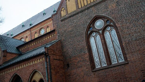 Витраж в Домском соборе, в память баррикад 1991 года - Sputnik Латвия