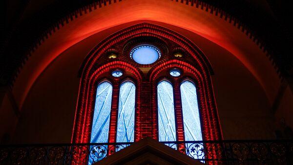 С пылом за свободную Латвию - витраж в Домском соборе, в память баррикад 1991 года - Sputnik Латвия