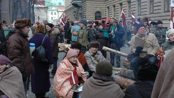 Реконструкция баррикад на съемках фильма Ганса Штайнбихлера Das Blaue vom Himmel, март 2010 года - Sputnik Латвия