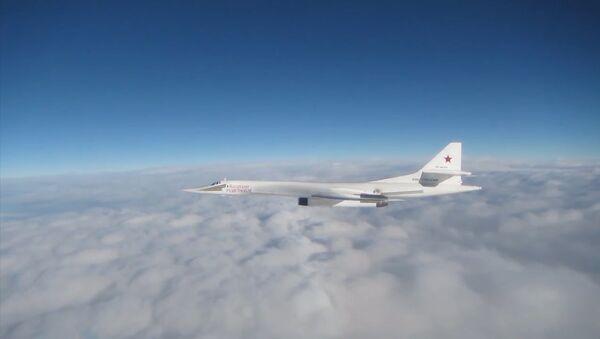 Истребители ВВС Великобритании сопровождали российские Ту-160 - Sputnik Латвия