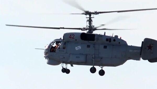 Минобороны РФ обнародовало видео с вертолетами Ка-27ПЛ Северного флота - Sputnik Латвия