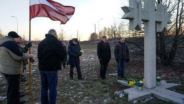 Памятное мероприятие, посвященное событиям 1991 года у моста в Вецмилгрависе, 16 января 2018 года - Sputnik Латвия
