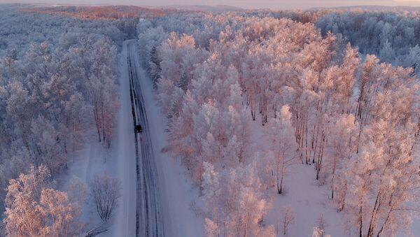 Automašīna uz ceļa. Foto no arhīva - Sputnik Latvija