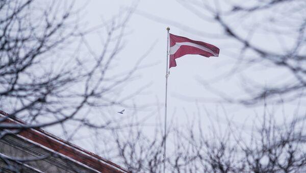 Флаг Латвии на здании Кабинета министров - Sputnik Латвия