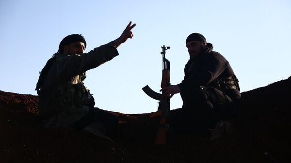 Турецкие боевики из Свободной сирийской армии занимают позиции в районе города Тал Малид - Sputnik Латвия