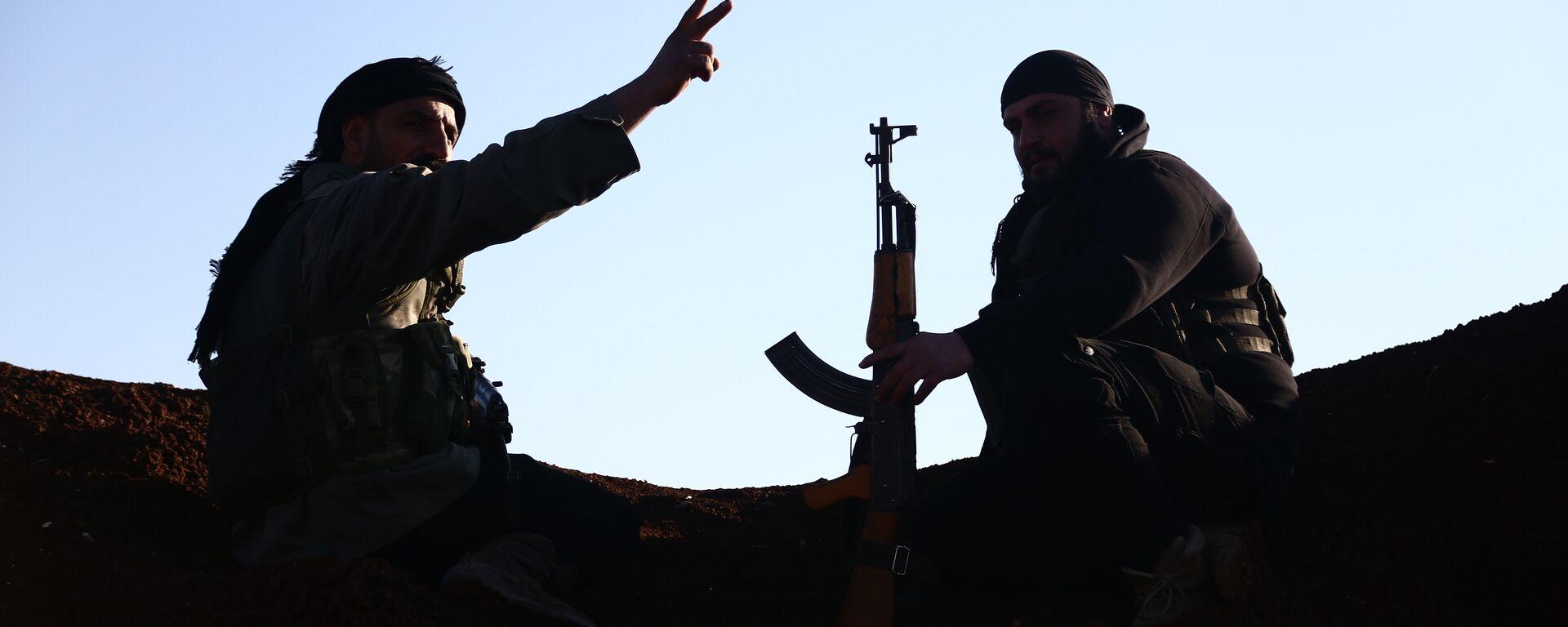 Турецкие боевики из Свободной сирийской армии занимают позиции в районе города Тал Малид - Sputnik Латвия, 1920, 03.12.2019