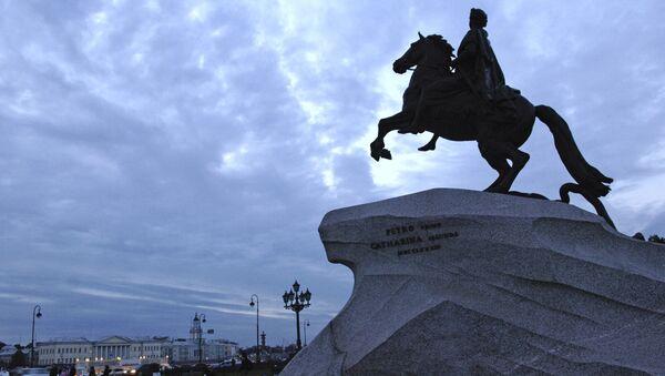 Памятник Петру I на Сенатской площади Санкт-Петербурга - Sputnik Латвия