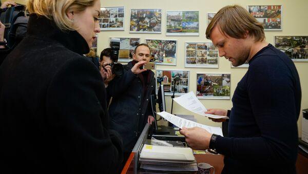 Елена Бачинская передала в Сейм петицию о сохранении в Латвии билингвального образования - Sputnik Латвия