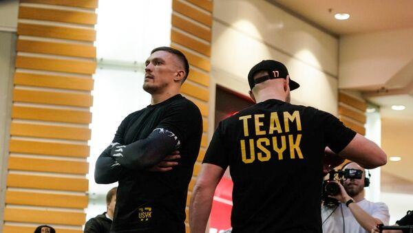 Открытая тренировка Александра Усика и Майриса Бриедиса торговом центре Domina Shopping - Sputnik Латвия