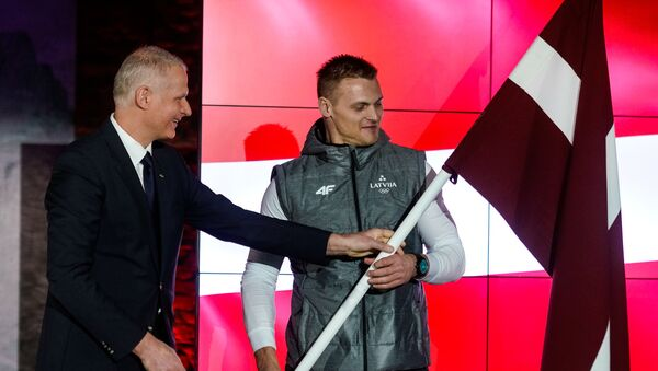 Бобслеист Даумант Дрейшкен, знаменосец сборной Латвии на зимних олимпийских играх в Пхенчхане - Sputnik Латвия