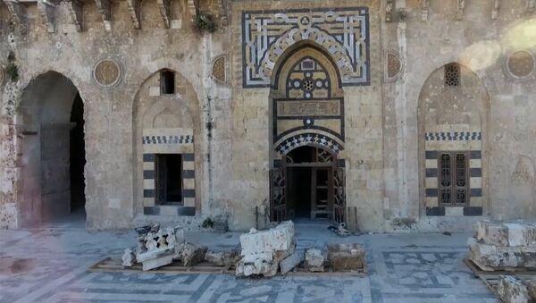 В Алеппо восстанавливают мечеть Омейядов, разрушенную террористами - Sputnik Латвия