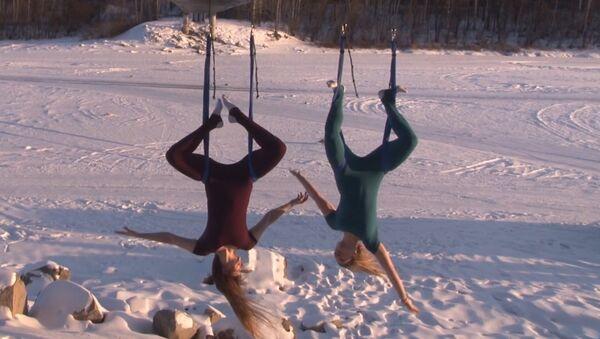 Skarbā krievu joga: rīta vingrošana salā - Sputnik Latvija