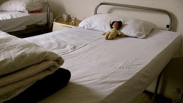 Кукла на кровати - Sputnik Latvija