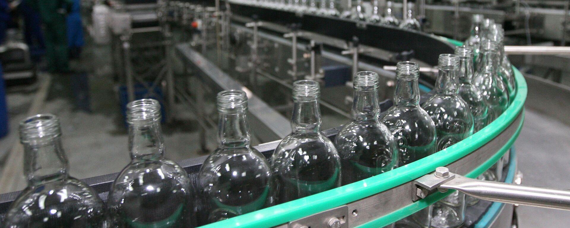 Сибирский ЛВЗ начал выпуск алкоголя - Sputnik Latvija, 1920, 13.11.2018