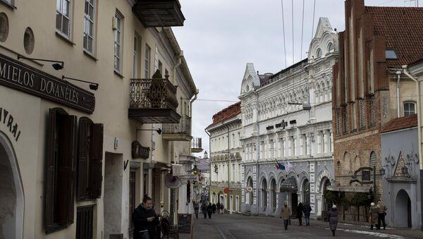Одна из улиц старого города в Вильнюсе - Sputnik Латвия