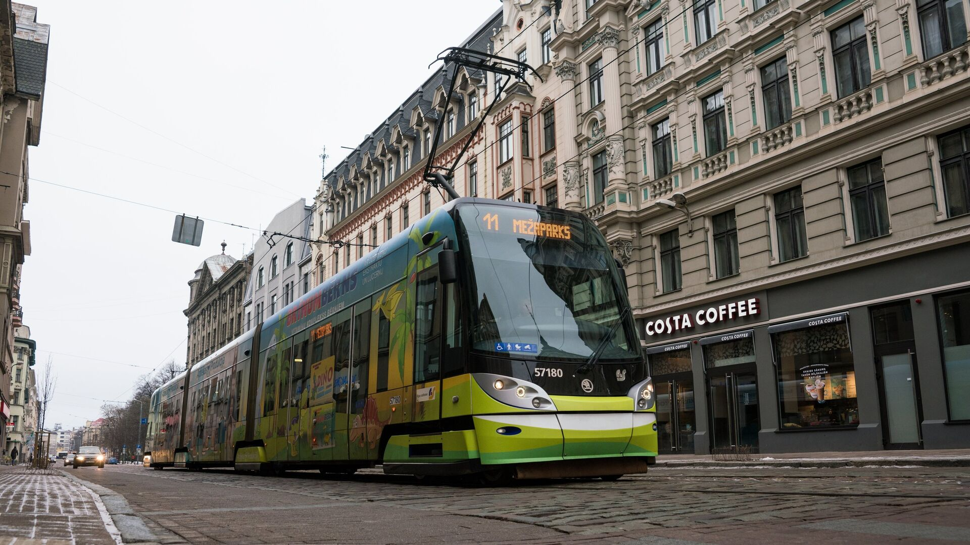 Трамвай на улице Кришьяня Барона в Риге - Sputnik Латвия, 1920, 27.09.2021