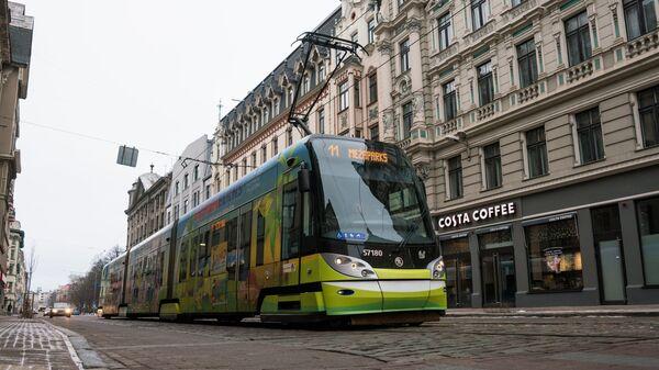Трамвай на улице Кришьяня Барона в Риге - Sputnik Латвия