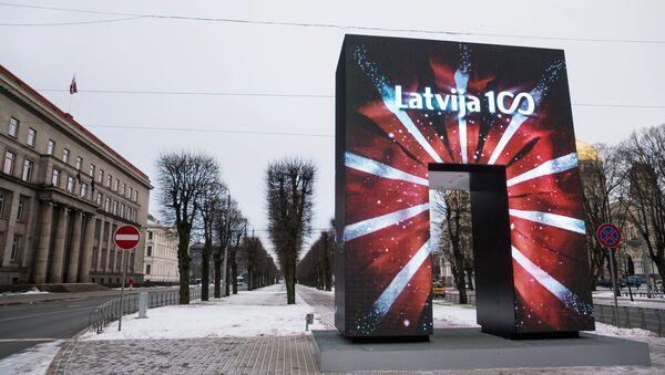Художественный объект городской среды Врата почета открытый к 100-летию Латвии в Риге - Sputnik Latvija