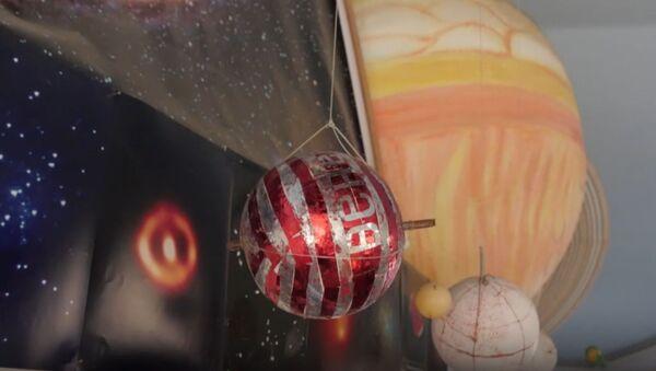 Пенсионер построил дома собственный планетарий - Sputnik Латвия