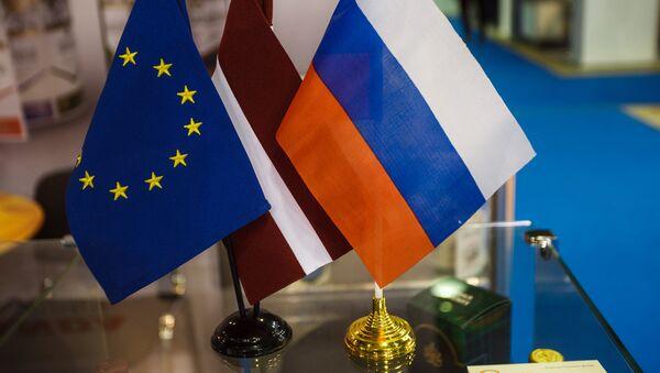 Флажки ЕС, Латвии и России - Sputnik Латвия