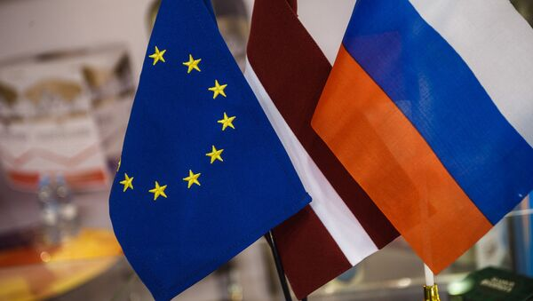 Флажки ЕС, Латвии и России - Sputnik Latvija