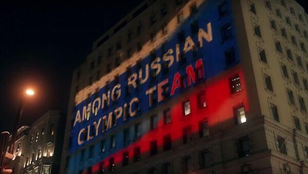 Российский триколор на WADA: болельщики устроили акцию протеста - Sputnik Latvija