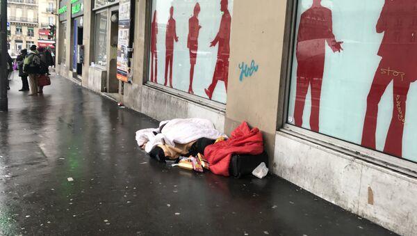 Мигранты в Париже - Sputnik Латвия
