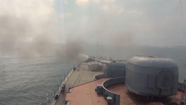 Lielais pretzemūdeņu kuģis Admiral Vinogradov mācībās Japāņu jūrā - Sputnik Latvija