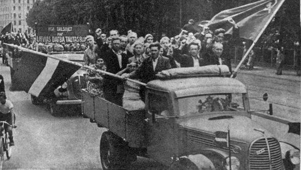 Выборы в Народный Сейм 14 июля 1940 года – два флага рядом - Sputnik Латвия