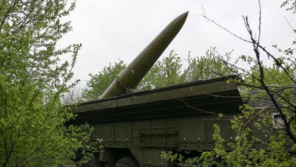 Самоходная пусковая установка (СПУ) оперативно-тактического ракетного комплекса Искандер-М - Sputnik Latvija