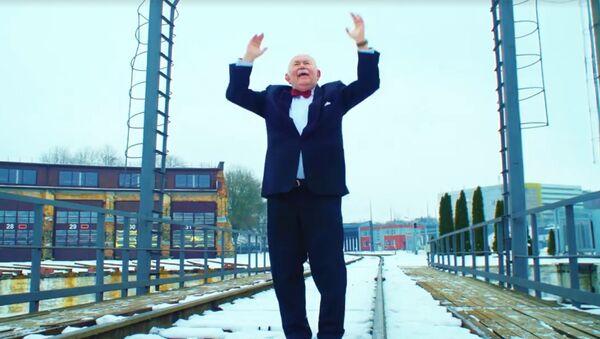 Dīzeļlokomotīves nospēlējušas himnu par godu Lietuvas simtgadei - Sputnik Latvija