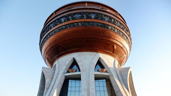Центр семьи Казан – главный дворец бракосочетаний Татарстана. Возведен в 2013 году и выполнен в виде огромного котла-казана. На крыше расположена смотровая площадка - Sputnik Латвия