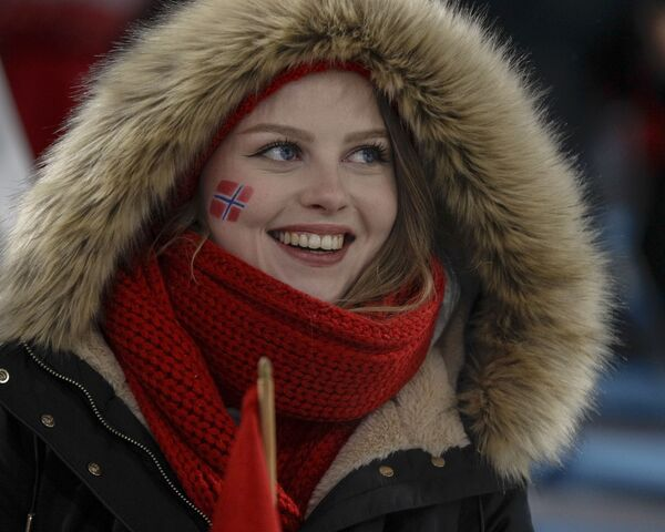 Līdzjutēja no Norvēģijas XXIII ziemas Olimpiskajās spēlēs Phjončhanā - Sputnik Latvija