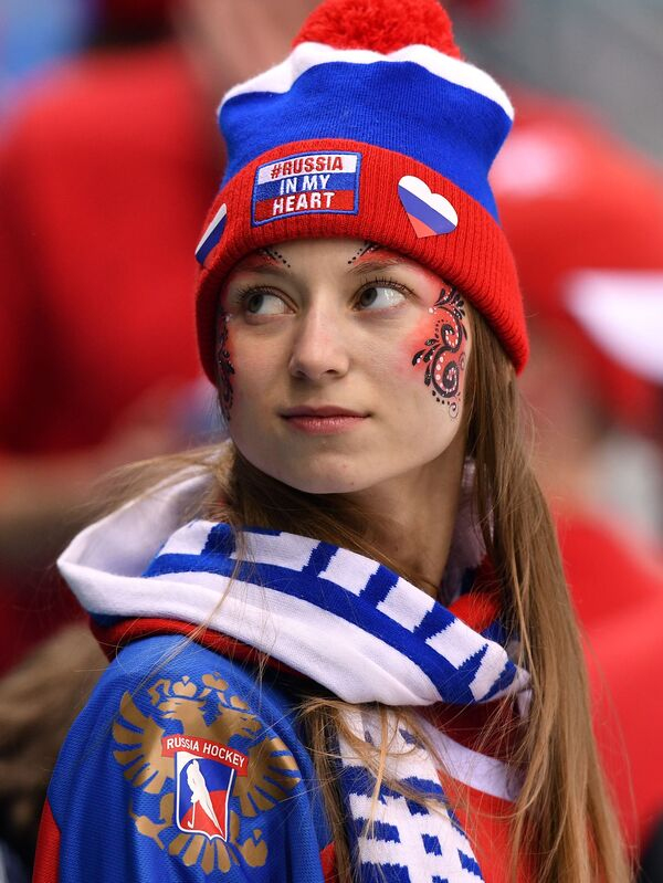 Līdzjutēja no Krievijas pirms grupas posma mača hokejā starp Slovākijas un Krievijas izlasēm - Sputnik Latvija