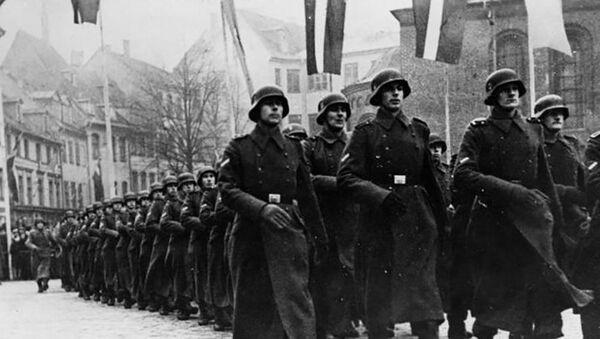 Парад латышских легионеров 18 ноября 1943 года - Sputnik Латвия