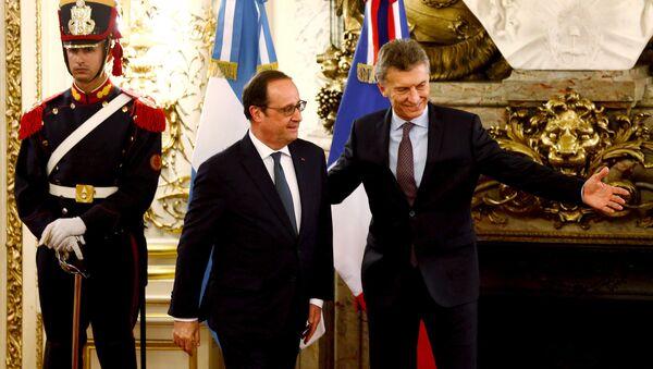 Встреча президента Франции Франсуа Олланда и президента Аргентины Маурисио Макри - Sputnik Латвия