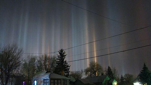 Световые столбы зимней ночью в штате Вайоминг, США - Sputnik Латвия