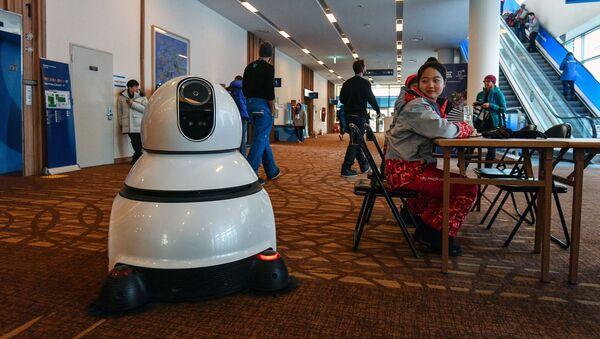 Робот-пылесос в международном пресс-центре в Пхенчхане - Sputnik Латвия