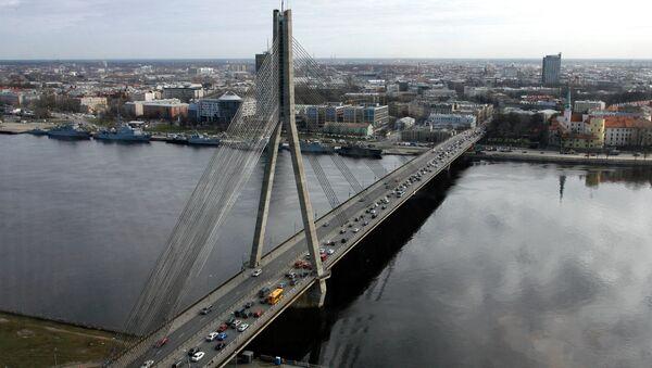 Вантовый мост через реку Даугаву в Риге - Sputnik Latvija