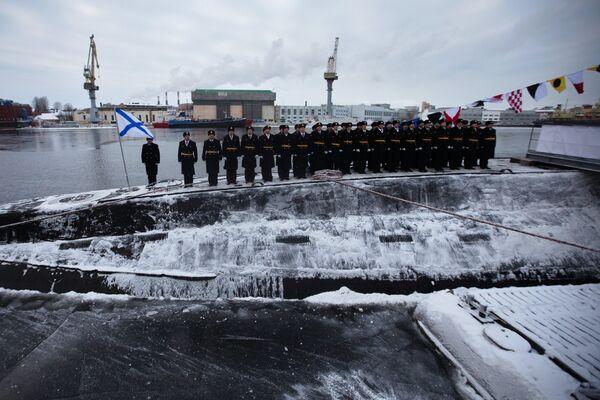 Церемония подъема Военно-морского флага на борту подводной лодки Ростов-на-Дону - Sputnik Латвия