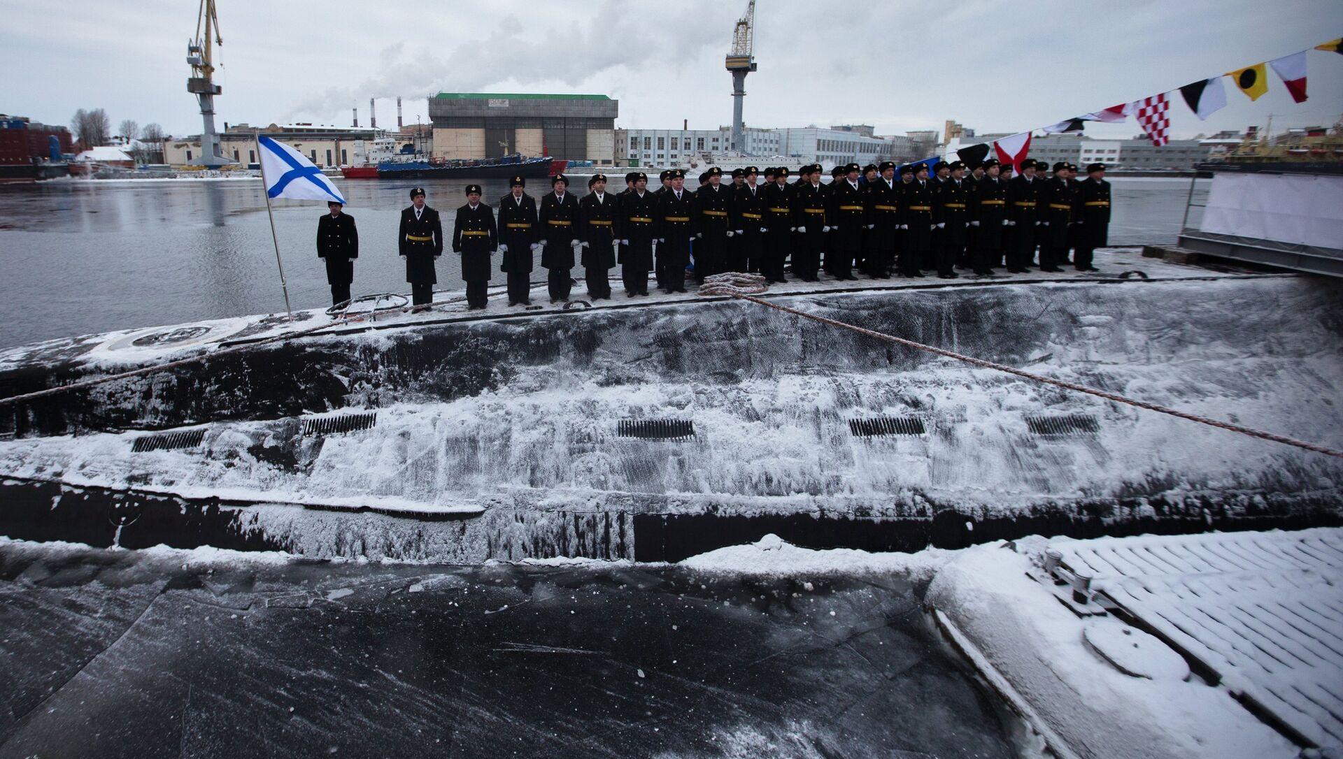 Церемония подъема Военно-морского флага на борту подводной лодки Ростов-на-Дону - Sputnik Latvija, 1920, 22.03.2021