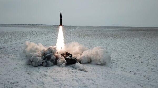 Боевой пуск ракеты ОТРК Искандер-М состоялся на полигоне Капустин Яр - Sputnik Латвия