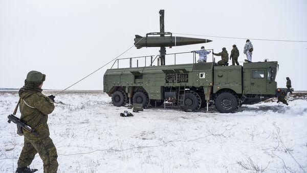Пуск баллистической ракеты ОТРК Искандер-М с полигона Капустин Яр - Sputnik Latvija