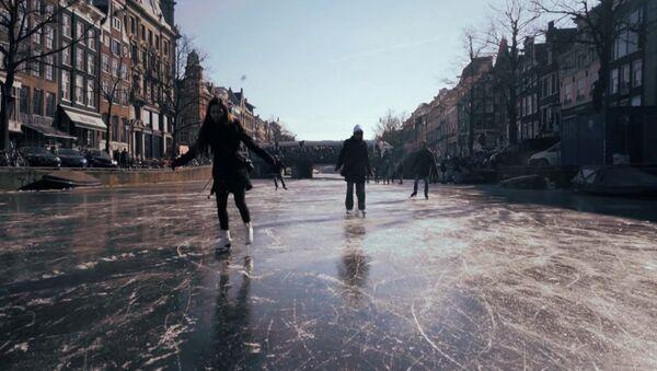 На коньках по Амстердаму - Sputnik Latvija