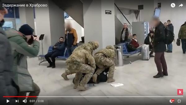 Спецоперация по задержанию боевика в аэропорту Храброво, Калининград - Sputnik Латвия