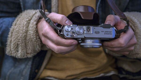 Фотокамера в руках фотографа - Sputnik Латвия