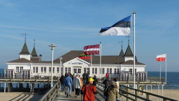 Флаги стран Балтии на променаде - Sputnik Latvija