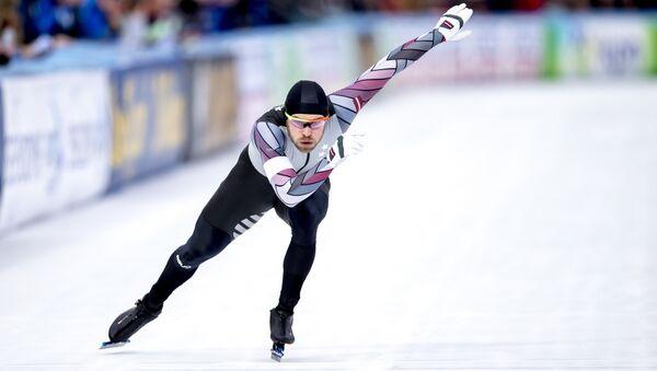 Харальдс Силовс во время 500-метровой гонки на Всемирном чемпионате ISU по конькобежному спорту в Амстердаме - Sputnik Латвия