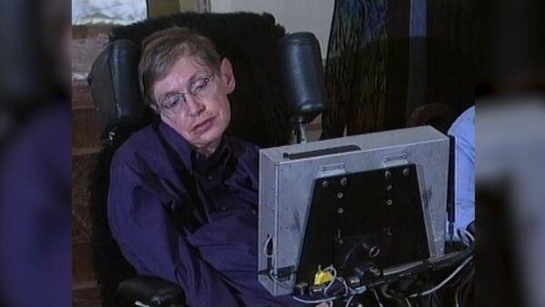 Космос, вот и я. Физик-теоретик Стивен Хокинг в архивных видеокадрах - Sputnik Латвия