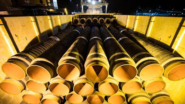 Трубы для строительства газопровода Северный поток-2 в немецком порту Мукран - Sputnik Латвия